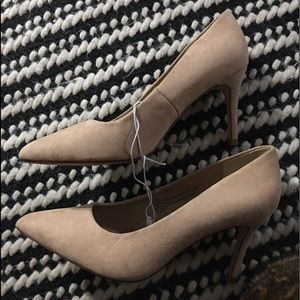 A New Day -New 6.5 wide classic beige colored heel